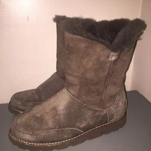 8c6a2b2dd91 Ladies Ugg boots sz 7 shanleigh brown 3216